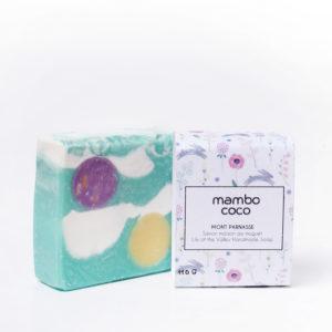 Savon artisanal au muguet fabriqué par Mambo Coco